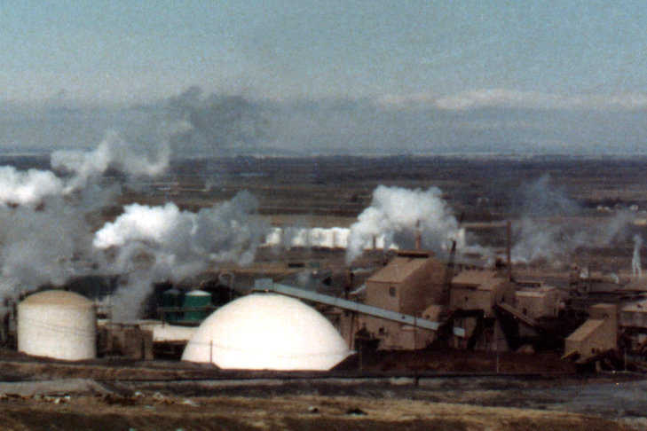 Ore Storage — Built in 1984 for J.R. Simplot Co. in Pocatello, Idaho, this Monolithic Dome, 182′ × 82′, stores 40,000 tons of raw phosphate ore. A train 8 miles long pulling 800 railcars could be unloaded into this dome that supports a 60,000 pound concrete pad and a 40,000 pound conveyor.