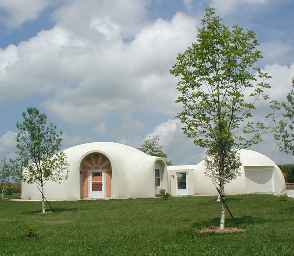Harrisonville Dome — Even though the O'Dells downsized from 2000 to 1200 square feet, the Harrisonville Dome is the perfect retirement home.