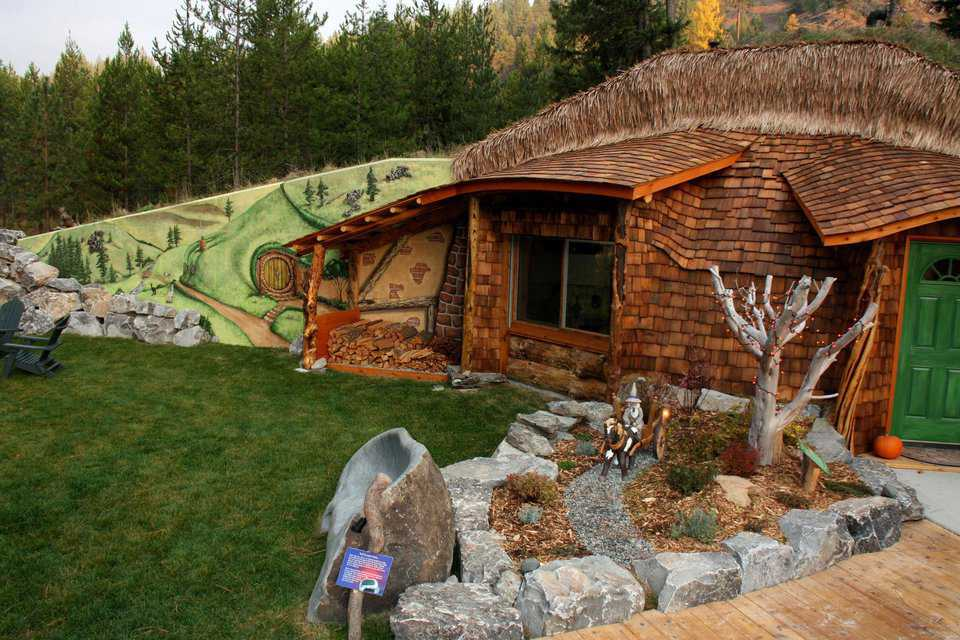 Harvest Hobbit with Mural — The murals intricately detail the flora and fauna of the Shire.