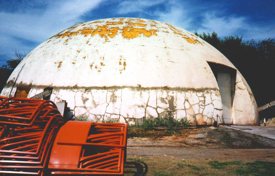 Vapor Blisters — One of the early domes where the Airform was removed. Because the coating is in bad shape, the dome needs recoating or metal cladding – Chandler, Oklahoma.
