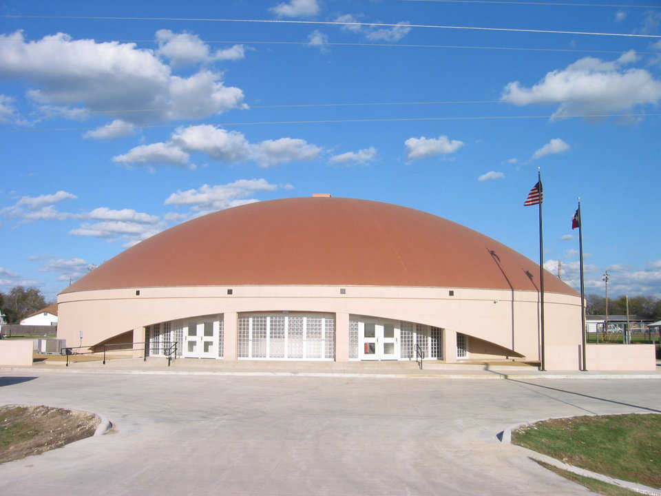 Exterior stemwall — Avalon School has a beautiful exterior stemwall. The main structure is inside the stemwall – a Monolithic Dome going vertically up the back of the stemwall, over the dome, in one piece.