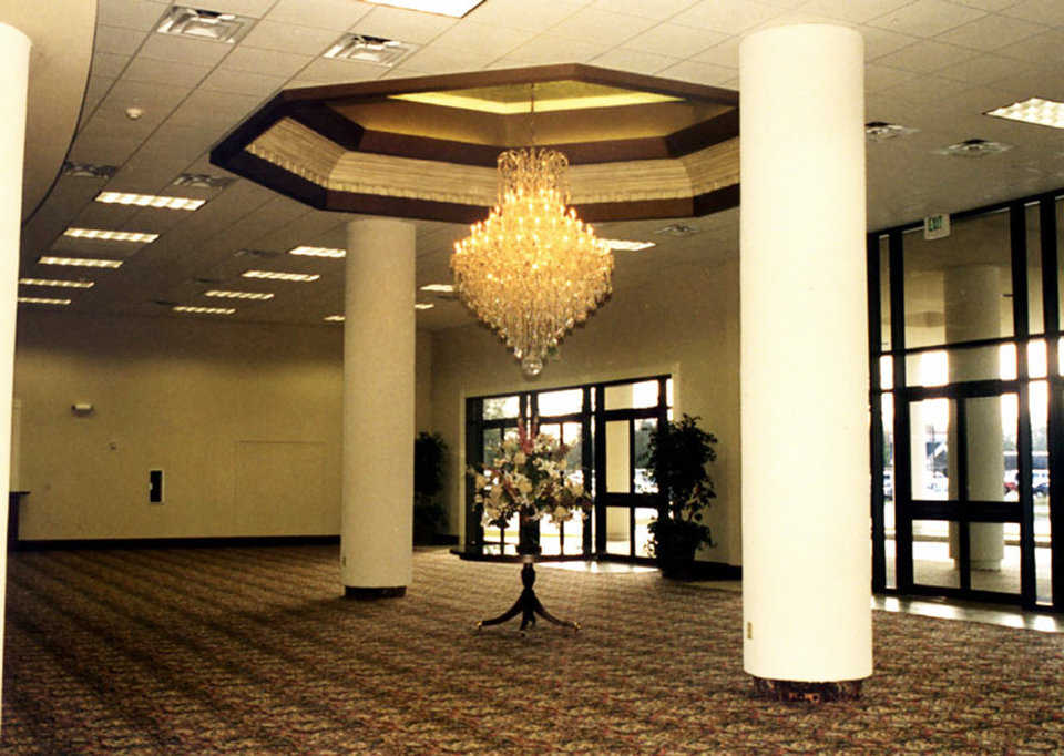 Foyer — It welcomes the church's 2,500 members and provides an area for meeting and socializing.