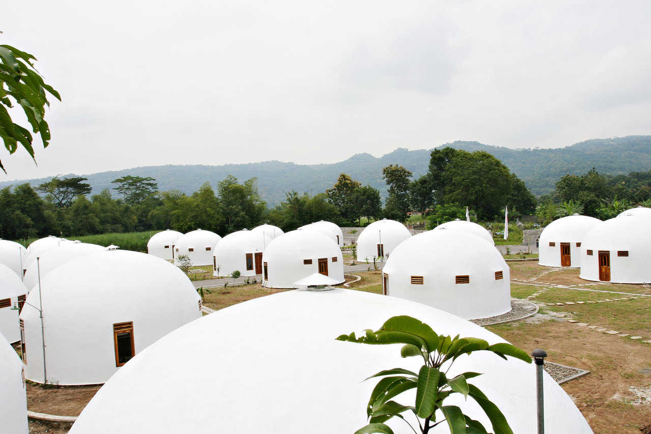 Indonesian village of New Ngelepen — This village of 80 Domes brought new homes, clean water, a school, a masjiid and a medical clinic to 71 families.