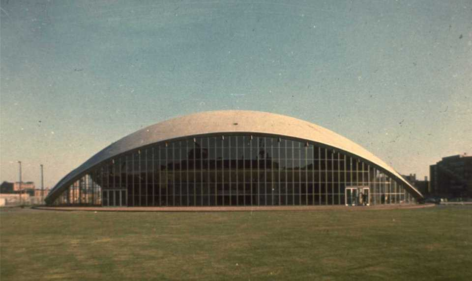 Kresge Auditorium, MIT—Cambridge, Massachusetts — This open-sided amphitheater was built in the 1940s as an orchestra shell on the shores of Green Lake.