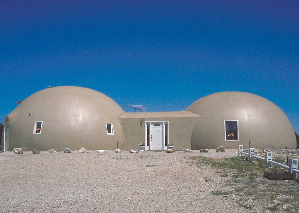 A double dome home — The larger dome (34′ × 16′) encompasses a living/dining area, kitchen, guest bedroom and bath. The smaller dome (32′ × 14′) includes the master bedroom and bath, a craft and computer area and a large walk-in closet. A rectangular foyer (12′ × 20′) connects the two.