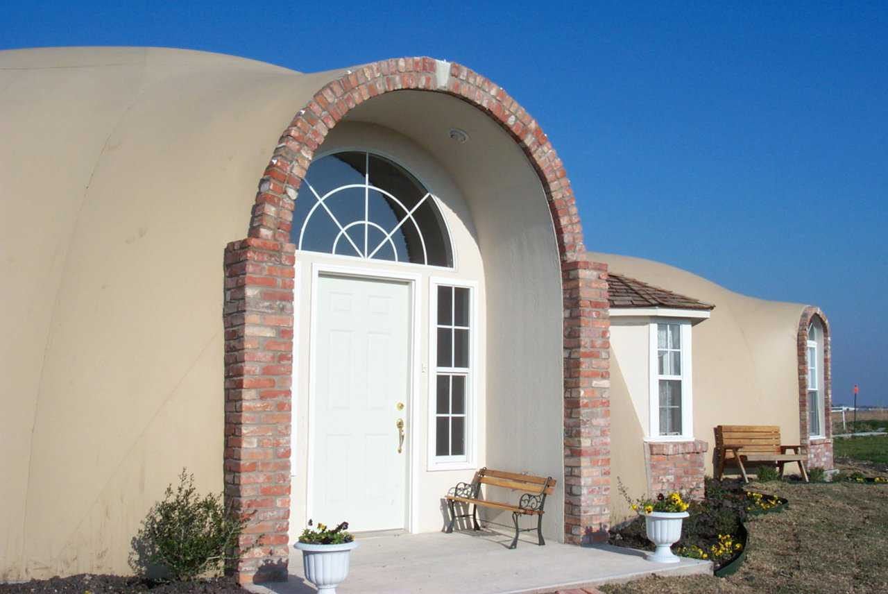 Marilee & Larry Byrne's home — This beautiful Monolithic Dome home has a 12-foot arched entry that opens onto the central living dome.