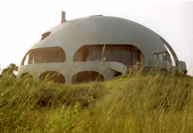 Eye of the Storm — This Monolithic Dome home, on a beach site on Sullivans Island, South Carolina, is a prolate ellipse measuring 80′ × 57′ × 34′.
