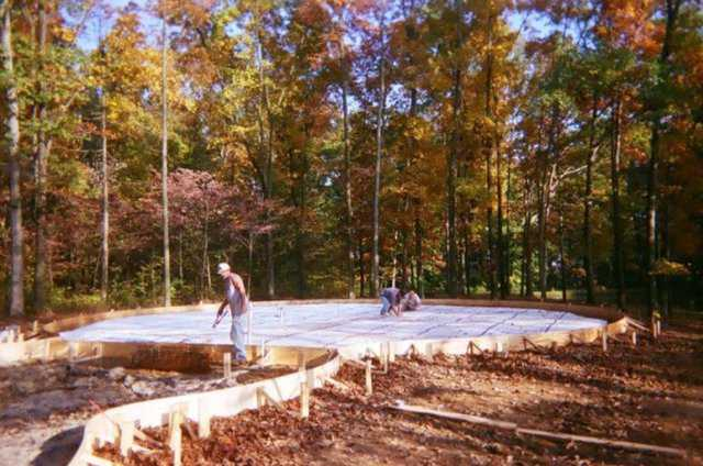 Construction of Clark dome — This 3400-square-foot multiple dome home was built by Randy & Rachel Clark in Velpen, Indiana.