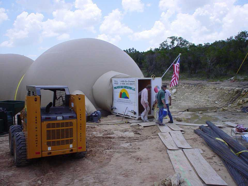 Construction of Cline dome — Mark & Valerie Cline built this 5300-square-foot multiple dome home in Austin, Texas.