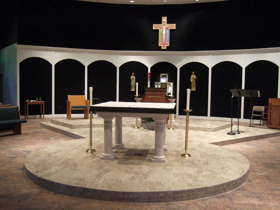 Straights and curves — The focus of the entire sanctuary is the rectangular altar table that sits on round pillars in the center of a raised, circular platform.