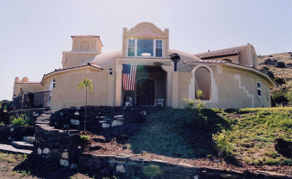 In Spanish — Atalaya del Vulcan means watchtower of the volcano and this dome-home is near a volcano. The Cunningham family did much of the interior and exterior work themselves.