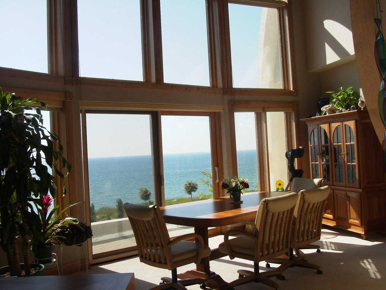 Windows — A wall of windows in the dining area provides light and a gorgeous view of the surroundings.