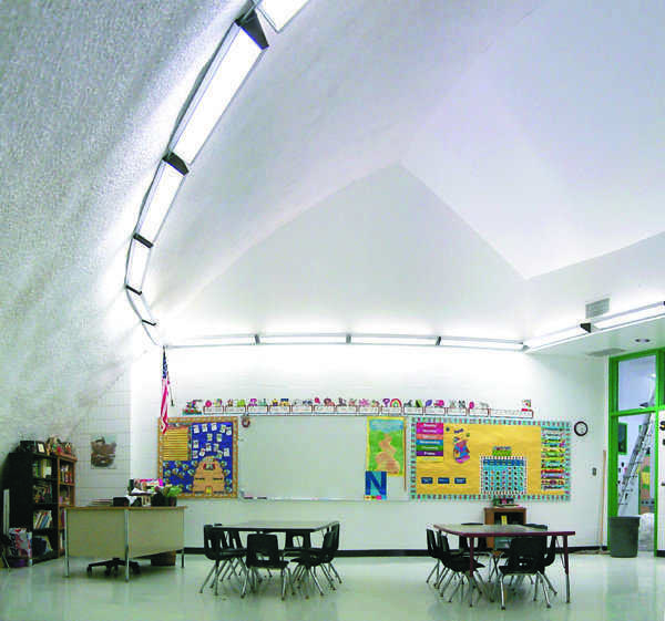 The kindergarten room's spacious design offers a friendly learning enviroment.