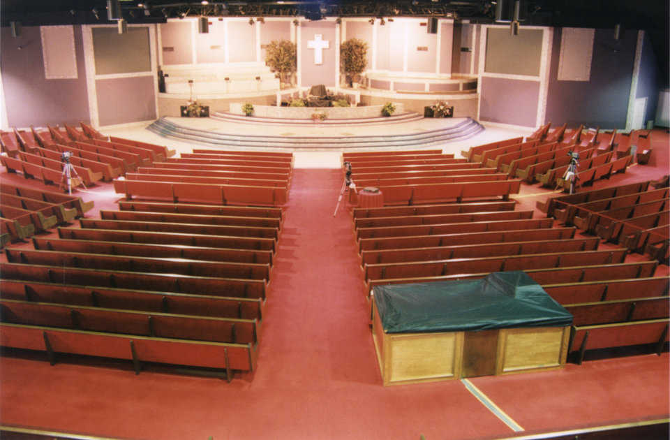 The sanctuary has held congregations of over 4,000.