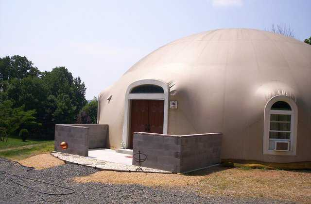 The Ecker's dome home before they began washing their Airform.