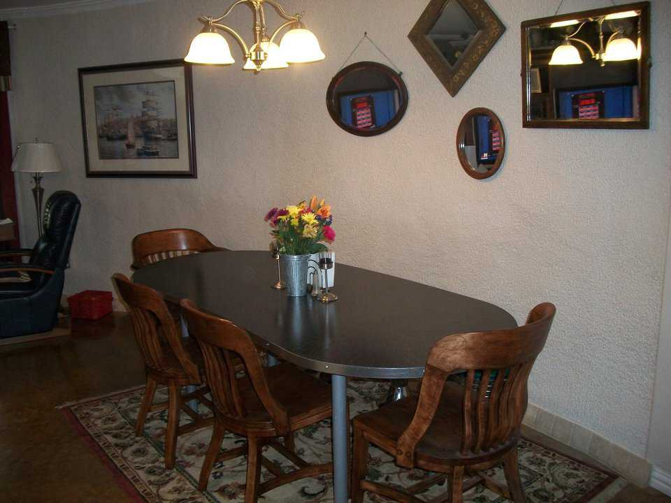 Here's an inviting dining area.