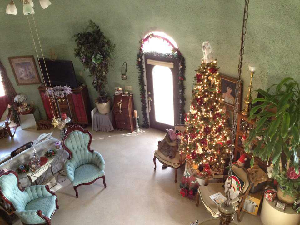 Built in 2007, Yorkie Dome has a diameter of 42 feet, a height of 25 feet, and a living area of 2067 square feet. Glenna loved decorating it for Christmas.