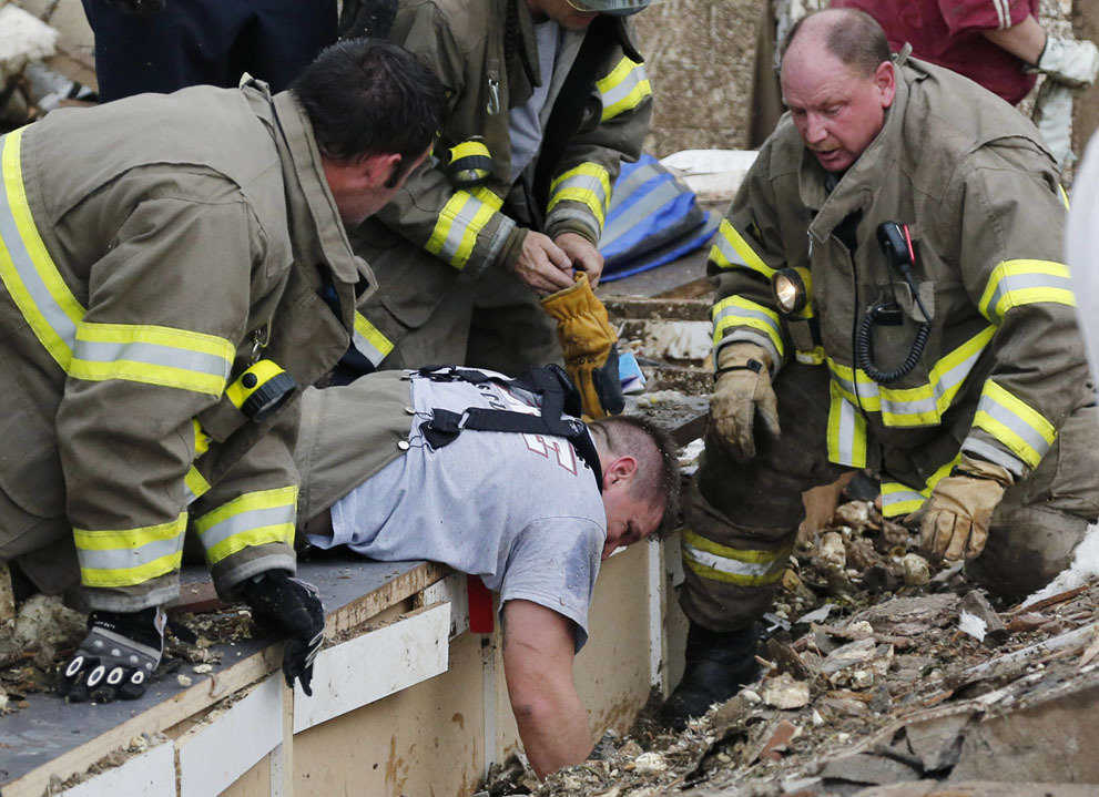 Rescue workers dig through the rubble of a collapsed wall at the Plaza Tower Elementary School to free trapped students in Moore, on May 20, 2013.