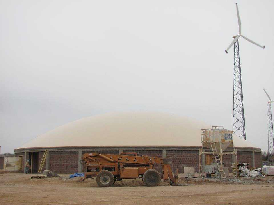 A picture-perfect profile of the newly-inflated Airform for Shallowater ISD's new practice gymnasium.
