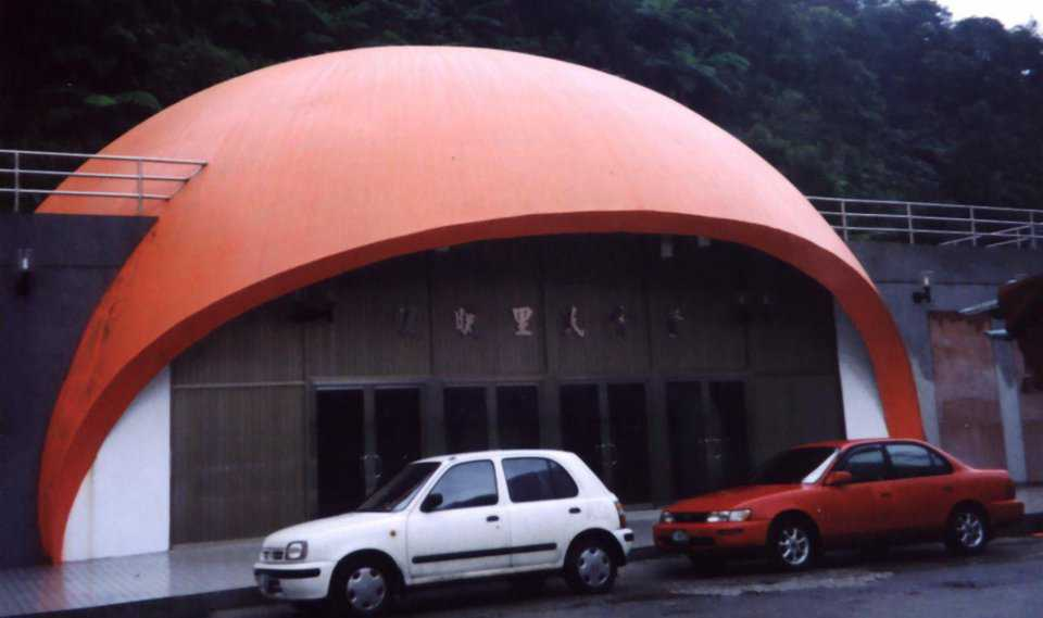 During the 1990s, Charles Lin's Monolithic Dome survived an earthquake unscathed.