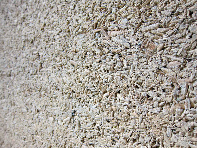 Hemp fibers embedded in lime (usually cement) binders forms hempcrete.